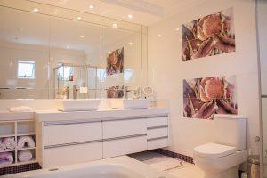 Huge mirrors in bathroom making it bigger.